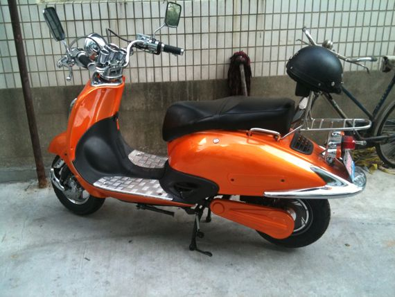 Vespa Scooter Orange Métallisé