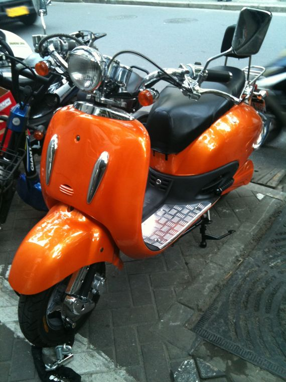 Scooter Vespa Orange Métallisé